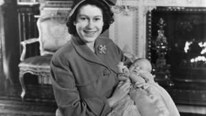 bebe-rainha-elizabeth-II-charles-20130702-03-size-598